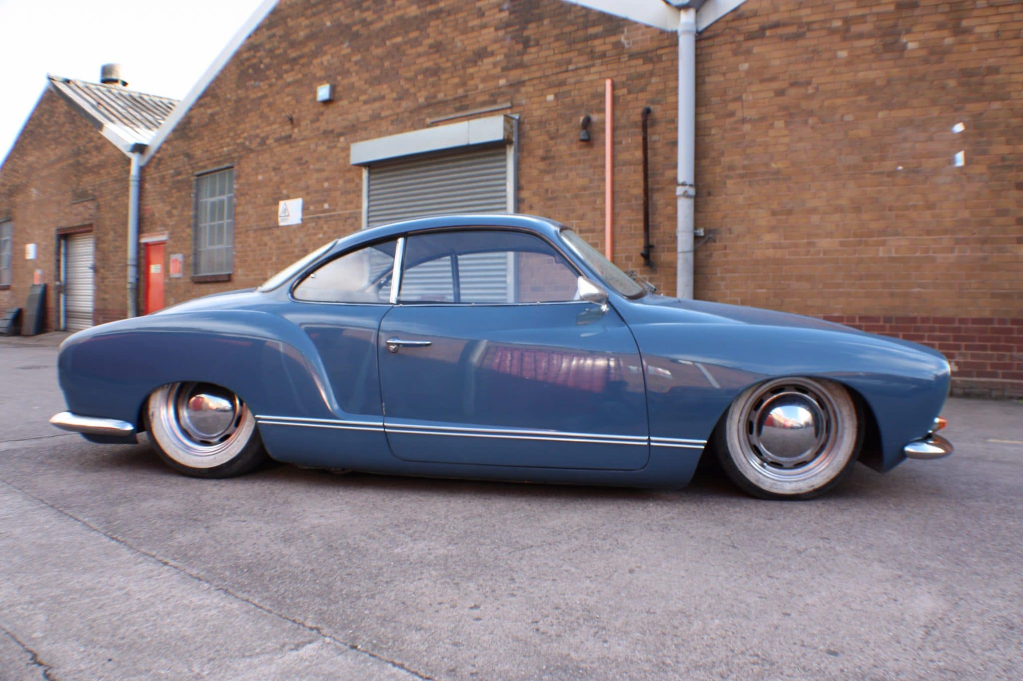 karmann ghia side view - blue